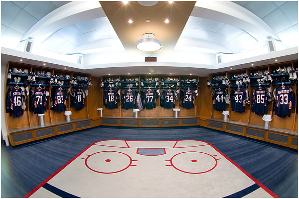 oilers_dressing_room_pano_111208_02