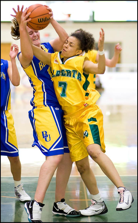 rj_MacEwan_Basketball_290110_03