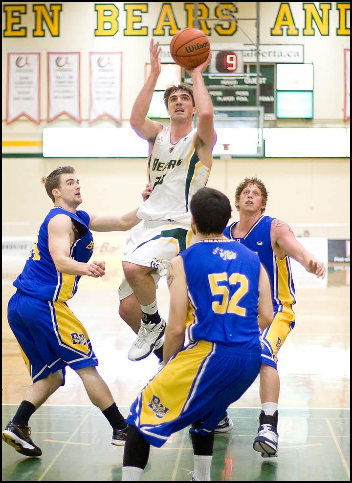 rj_MacEwan_Basketball_290110_05