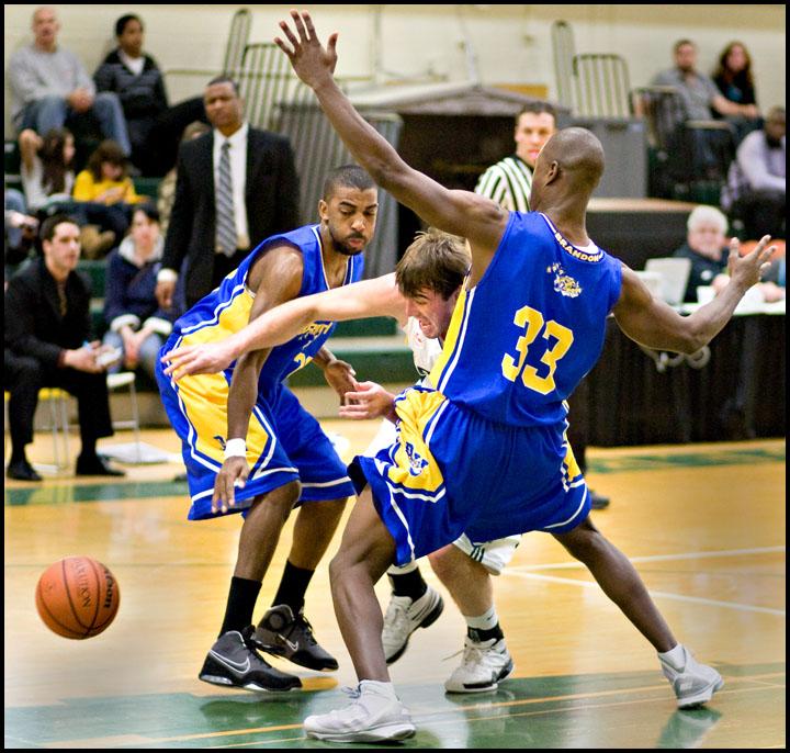 rj_MacEwan_Basketball_290110_06