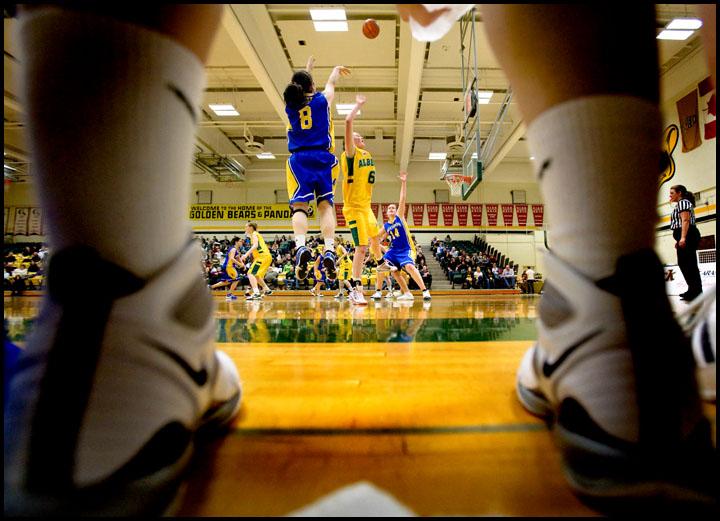 rj_MacEwan_Basketball_290110_07