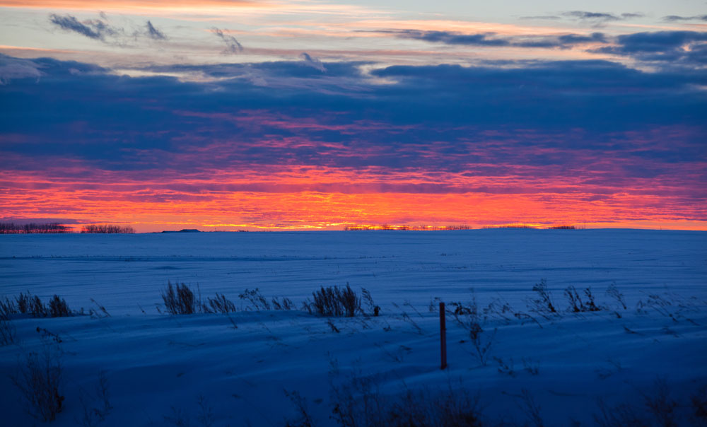 CAMROSE, ALTA.: DECEMBER, 11, 2012: —The sun sets on a snowy field along highway 21 near Camrose, Alta. on December 11, 2012. (Ryan Jackson / Edmonton Journal) sunset, sunrise, winter, weather