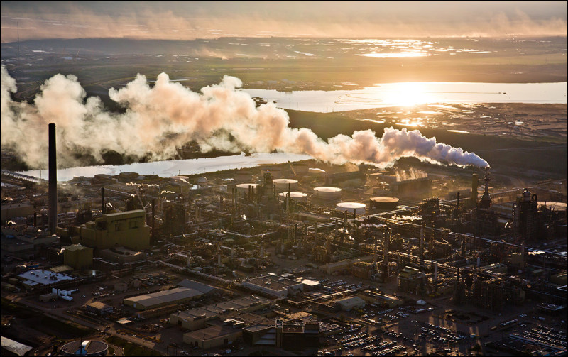 FORT MCMURRAY, ALTA.:      JUNE, 18, 2013: — An aerial view of Syncrude's oilsands upgrading facility north of Fort McMurray, Alta. on June 18, 2013. The plant converts bitumen which is extracted from oilsands into synthetic crude oil which is then piped to southern refineries. (Ryan Jackson / Edmonton Journal)