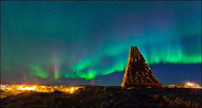 FORT CHIPEWYAN, ALTA.: SEPTEMBER, 13, 2013: Northern lights fill the sky over monument hill in Fort Chipewyan, Alta. on September 13, 2013.     Established in 1788, Fort Chipewyan is the oldest settlement in Alberta.  (Ryan Jackson / Edmonton Journal)  Note this picture was corrected for fisheye lens distortion to keep the horizon straight as it appeared in real life.
